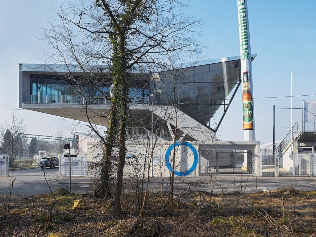 Neubau der Haupttribüne